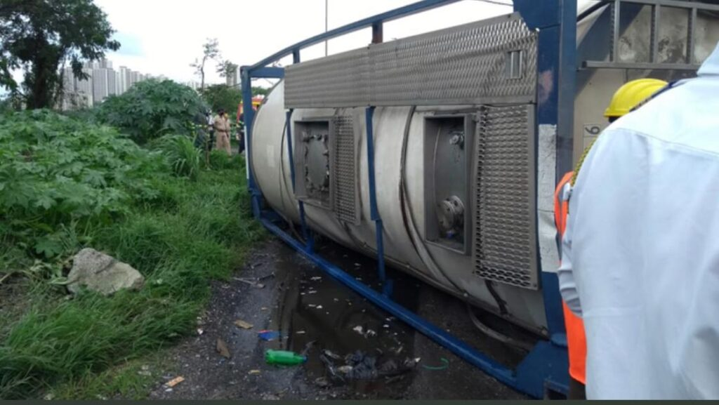 A chemical truck overturned in Thane, Mumbai - The Wall Post