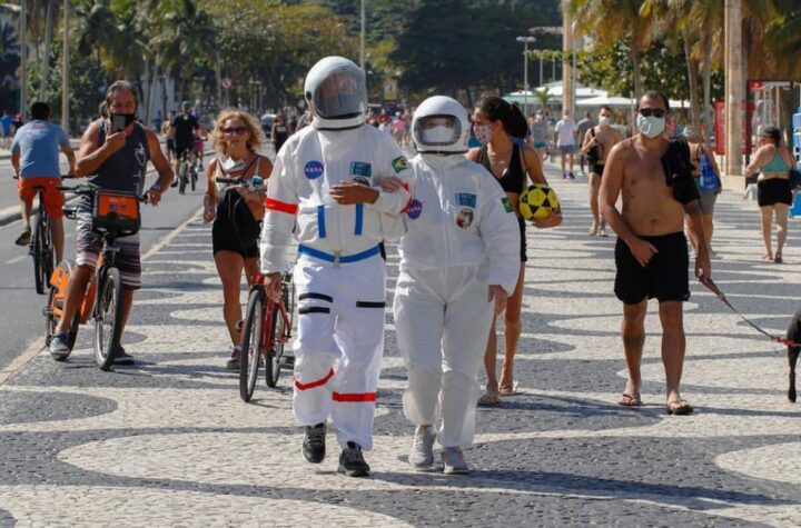 Brazil Couple wears spacesuit to beach; picture goes viral - The Wall Post