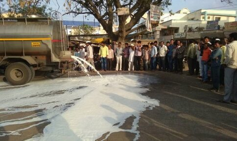 Maharashtra Workers rose in agitation, spill gallons of milk on streets – The Wall Post