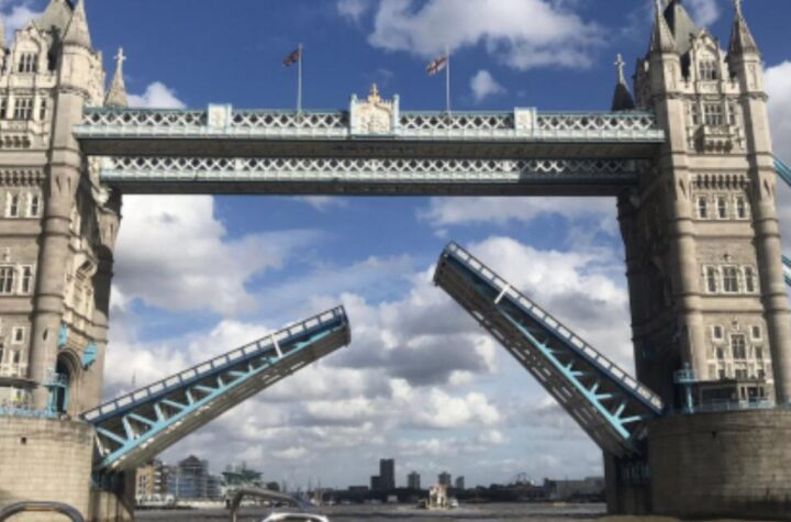 London's famous Tower Bridge which crosses the River Thames was stuck open on Saturday, leaving traffic in chaos and people were amazed by seeing the sight - The Wall Post