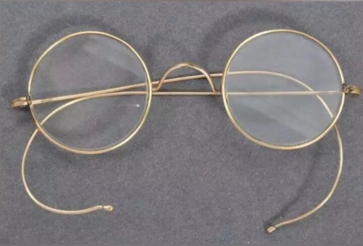 Spectacles worn by Gandhiji to be put on auction in UK. - The Wall Post