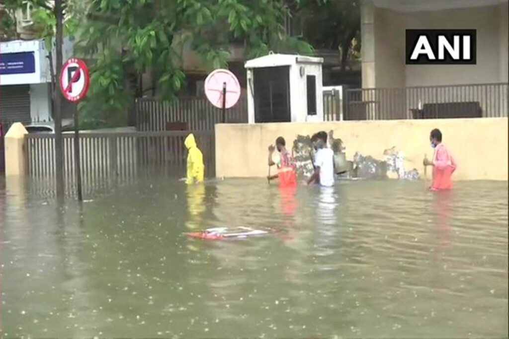 Mumbai received One Of The Heaviest Showers Of This Monsoon Season - The Wall Post