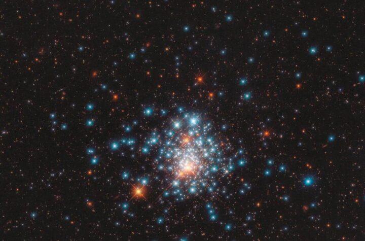 NASA's Hubble telescope shows a pocketful Stars - The Wall Post