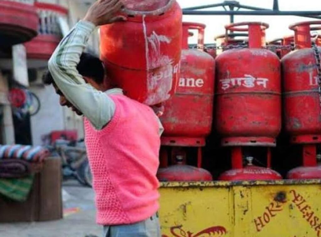 New rules of Oil Companies, Gas cylinder will be available only after receiving OTP - The Wall Post