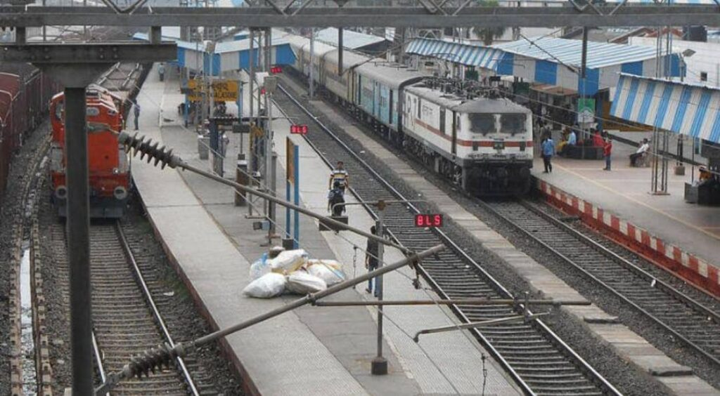Due to non-running of passenger train, not only common man, businessmen also suffer - The Wall Post