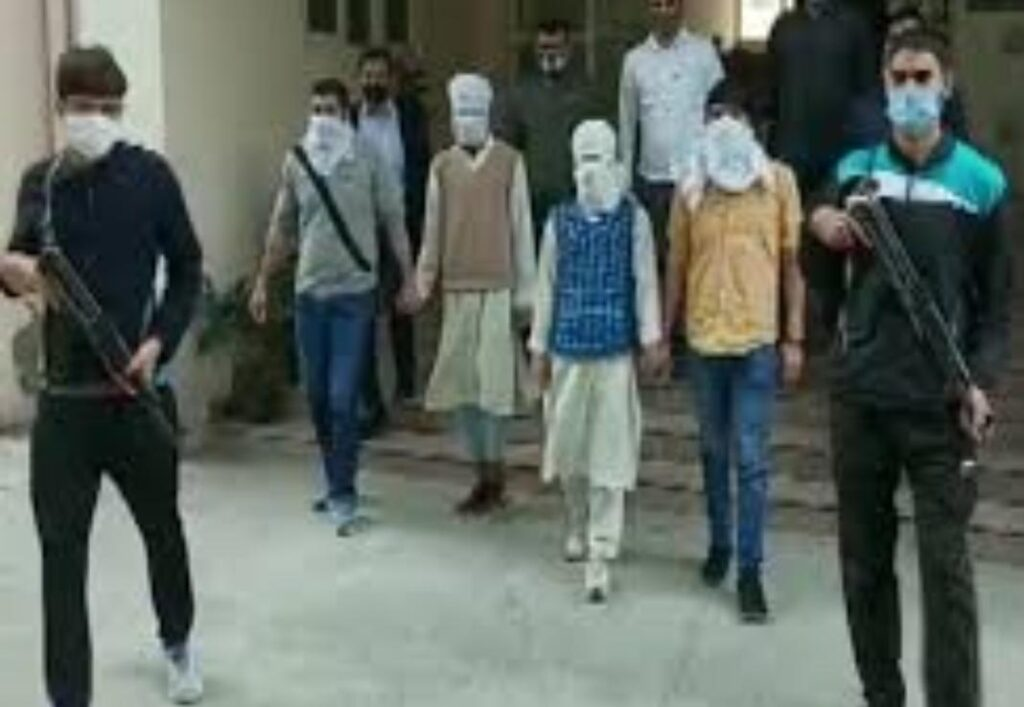 Two suspected Kashmiri terrorists caught by police, conspiracy to terrorize Delhi - The Wall Post