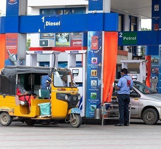 Petrol and Diesel prices cross Rs.100 in Mumbai