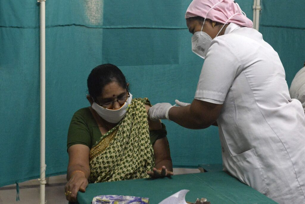 Maharashtra vaccinates over 10.96 lakh people against COVID-19 in a single day - The Wall Post